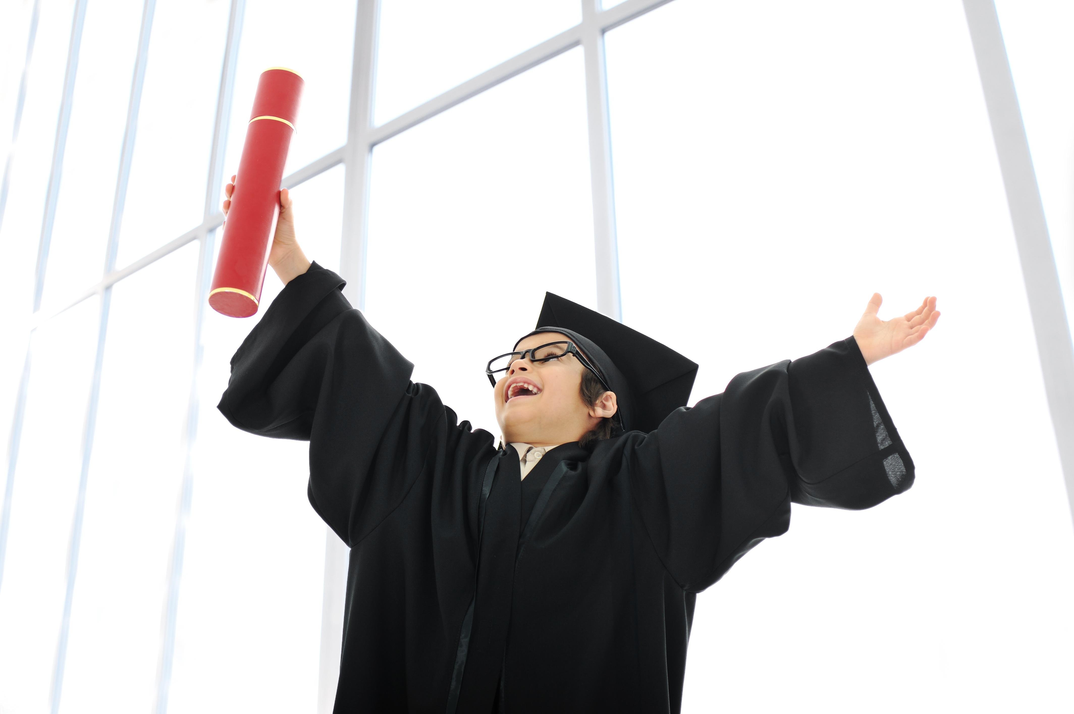 kid-celebrating-graduating-diploma_HKglcPRTrs.jpg