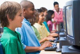 male-pupil-in-elementary-school-computer-class_HKsv6pCrj.jpg