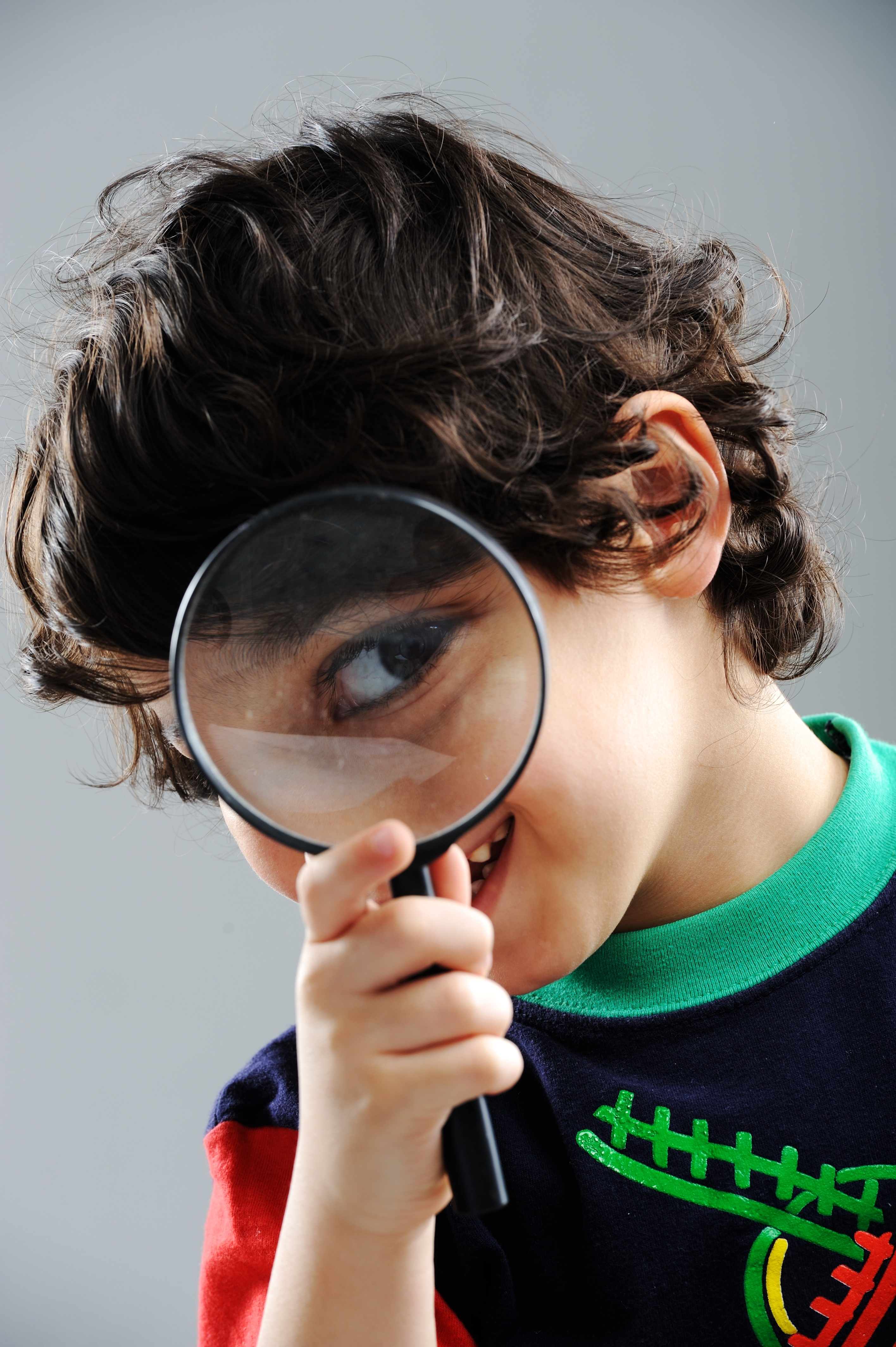 portrait-of-child-looking-closely-with-magnifying-glass_rtOSTyCro.jpg