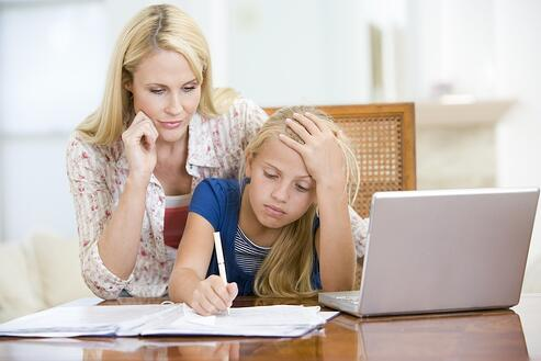 woman-helping-young-girl-with-laptop-do-homework-in-dining-room_StGZ4uiCrs.jpg