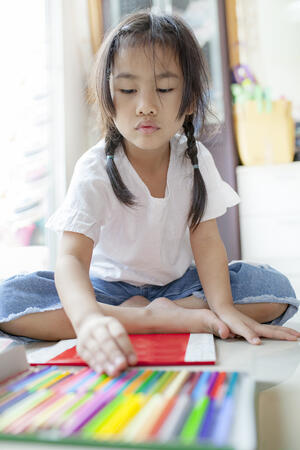 storyblocks-asian-children-playing-color-pencil-in-hoime-living-room_HU5GnfOwz